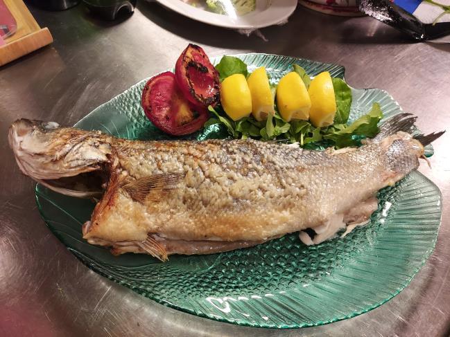 Levrek veya Çipura balıkları günlük taze alınır. Lütfen saat 14'e kadar sipariş veriniz.